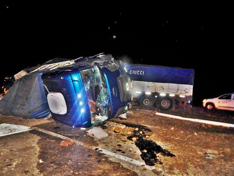 camion-volcado-en-la-18