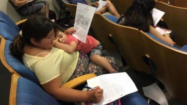 madre-estudiando